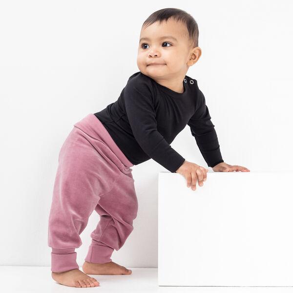 Kestävät housut vahvistetuilla polviosilla